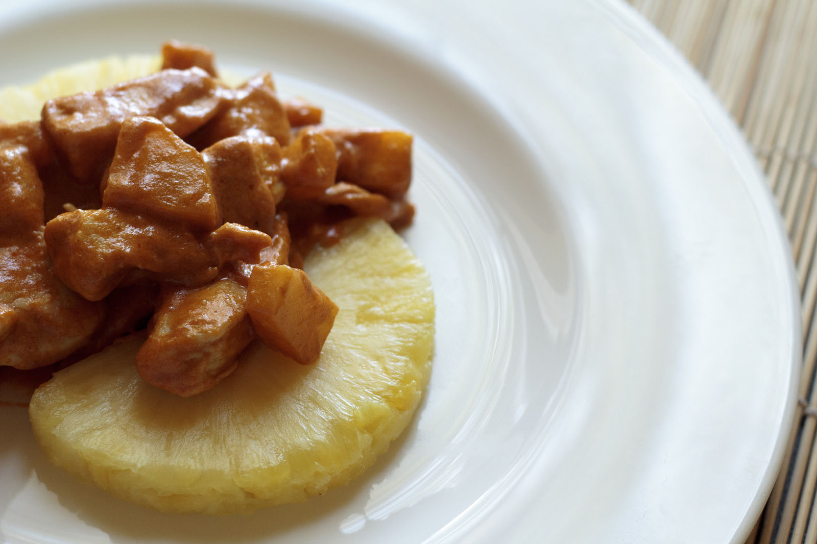 Kaeng Phet (Pollo al curry rosso con patate)